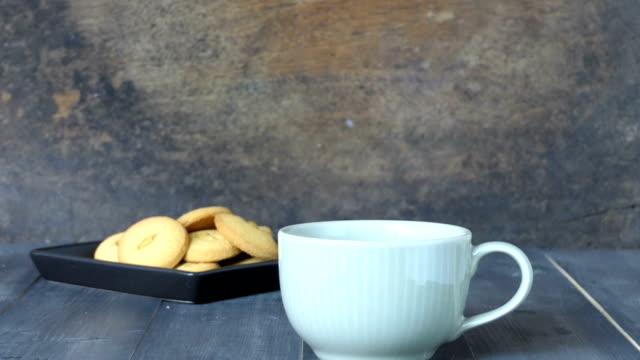 hett kaffe - tefat bildbanksvideor och videomaterial från bakom kulisserna