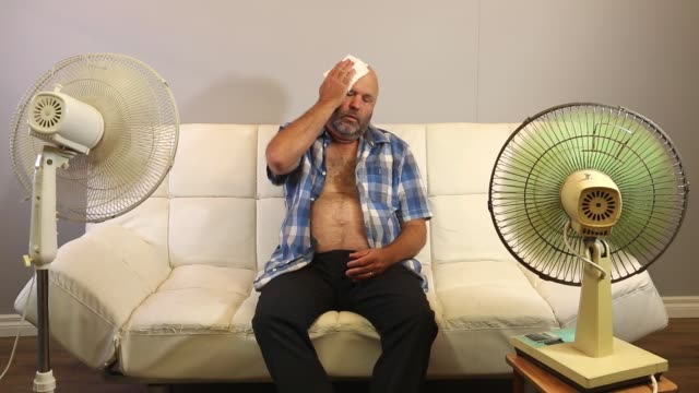 fan önünde sıcak - serinletici stok videoları ve detay görüntü çekimi