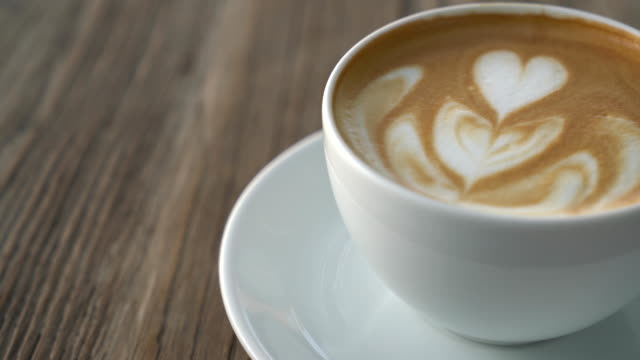 heißer latte - cappuccino stock-videos und b-roll-filmmaterial