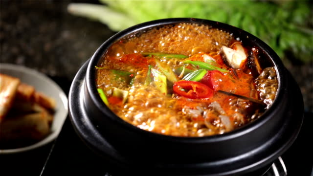 stockvideo's en b-roll-footage met hot soup - groentesoep