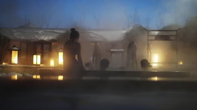 겨울 온천 - 스파 온천 스톡 비디오 및 b-롤 화면