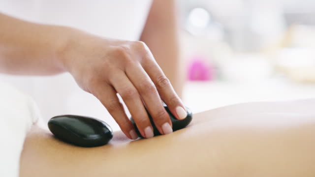 hot stone therapy increases flexibility in joints - terapia lastone filmów i materiałów b-roll