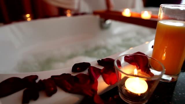 vídeos y material grabado en eventos de stock de jacuzzi en habitación de hotel - balneario spa