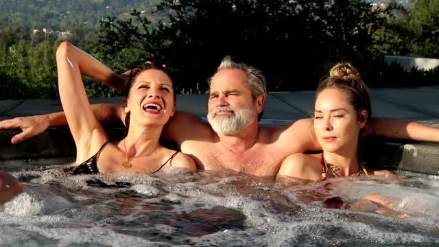 whirlpool threesome, lehrer - menschliches sexualverhalten stock-videos und b-roll-filmmaterial