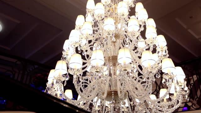a hotel chandelier - stile del xix secolo video stock e b–roll