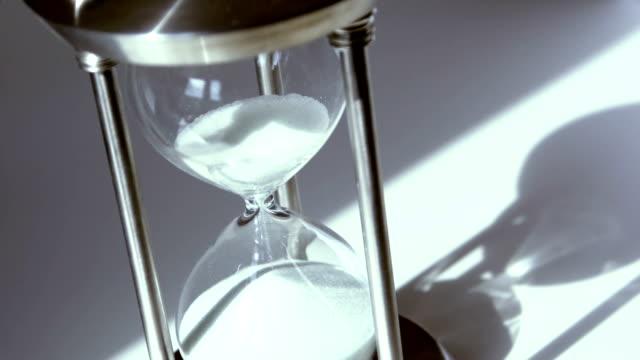 vídeos y material grabado en eventos de stock de reloj de arena - reloj de arena