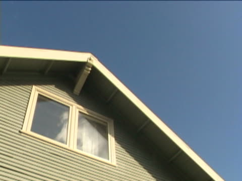 house and sky time lapse - 建築物特徵 個影片檔及 b 捲影像