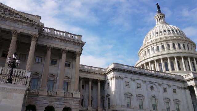 Chambre des représentants américaine et U.S. Capitol Building East Facade à Washington, DC - 4k/UHD - Vidéo