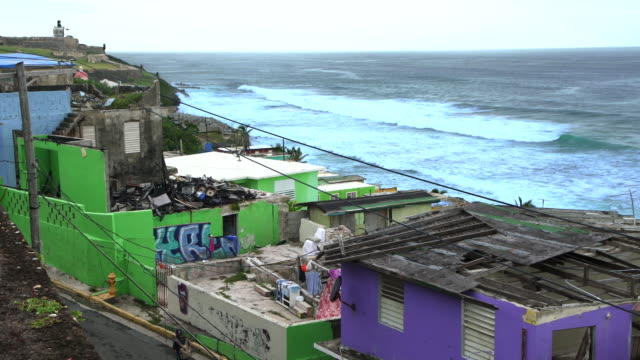 houses damaged by hurricane maria in la perla, san juan, puerto rico - portorico video stock e b–roll