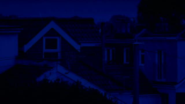 Häuser In Regen in der Nacht – Video