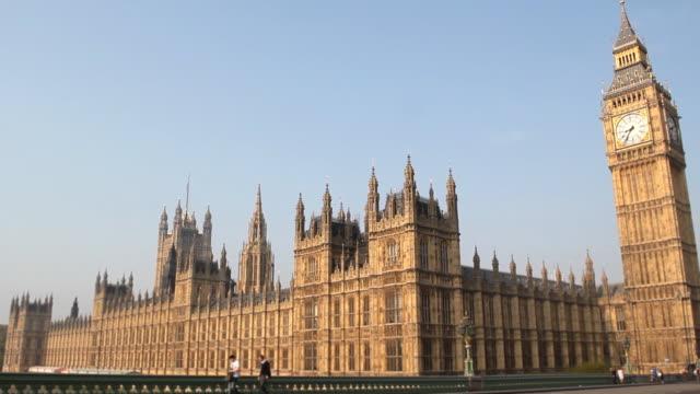 houses of parliament and big ben, london - cumhuriyet günü stok videoları ve detay görüntü çekimi