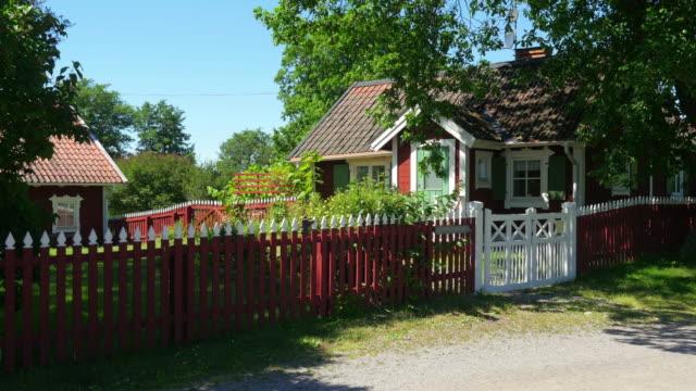 hus av skandinaviska landsbygden byn nära stockholm, sweeden - summer sweden bildbanksvideor och videomaterial från bakom kulisserna