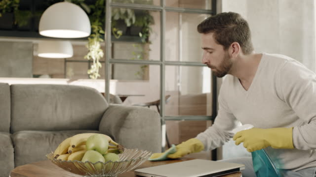 Trabalho doméstico não é apenas o trabalho das mulheres - vídeo