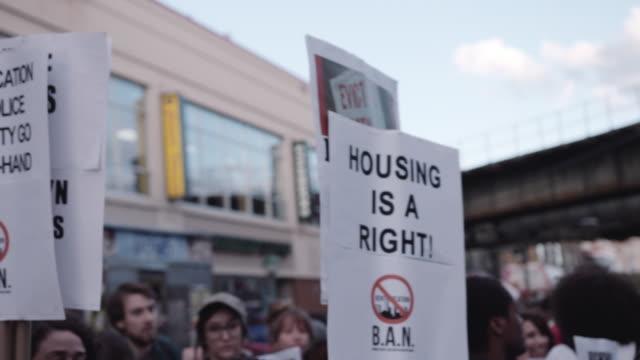 housing protests in brooklyn - osiedle mieszkaniowe filmów i materiałów b-roll