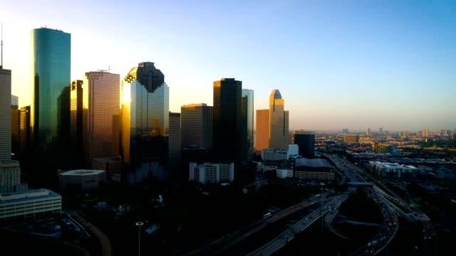 houston texas perfect golden sun facklor utanför glas downtown sky skrapor - skyline bildbanksvideor och videomaterial från bakom kulisserna