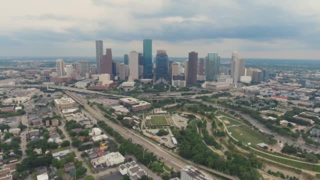 houston texas skyline downtown aerial 3 - sud est video stock e b–roll