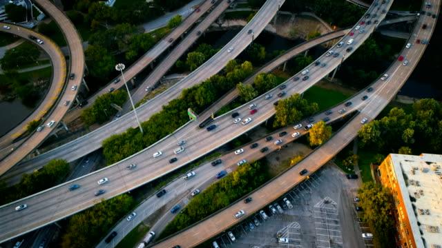 slow motion: houston traffic highways and interstates - автострада стоковые видео и кадры b-roll
