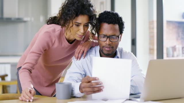 vídeos de stock e filmes b-roll de how's our budget looking this month? - bills couple