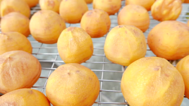 vídeos de stock e filmes b-roll de hsinpu dried persimmon fruits in autumn at taiwan - diospiro