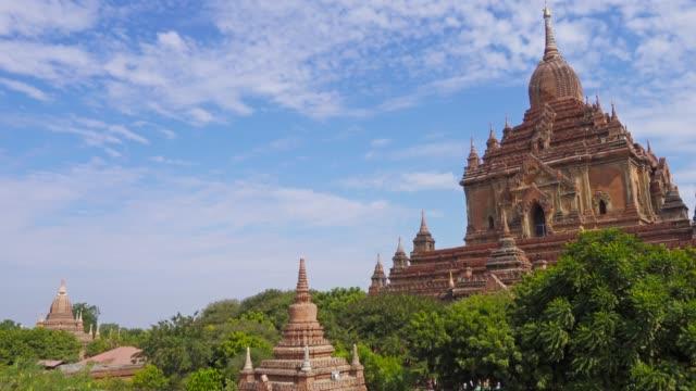 htilominlo pagoda in bagan, myanmar, pan view - myanmar video stock e b–roll