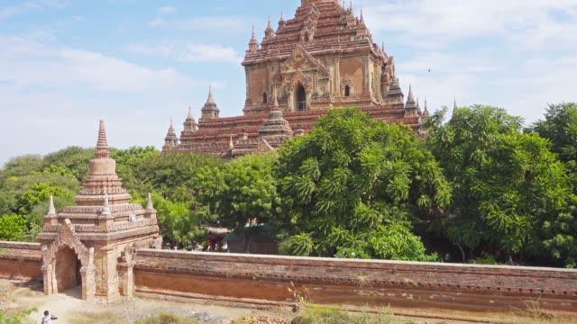 Htilominlo Pagoda (Paya) in Bagan, Myanmar Htilominlo Pagoda (Paya) in Bagan, Myanmar (Burma), tilt view, 4k bagan stock videos & royalty-free footage