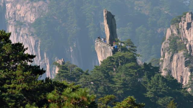 huangshan feilai zirve sarı dağlar, çin - unesco stok videoları ve detay görüntü çekimi