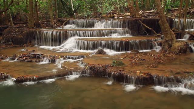 vidéos et rushes de huay maekamin cascade - randonnée équestre