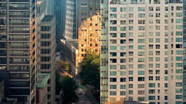 stockvideo's en b-roll-footage met enorme gebouwen van de stad en de drukke weg in gouden zonlicht - new world