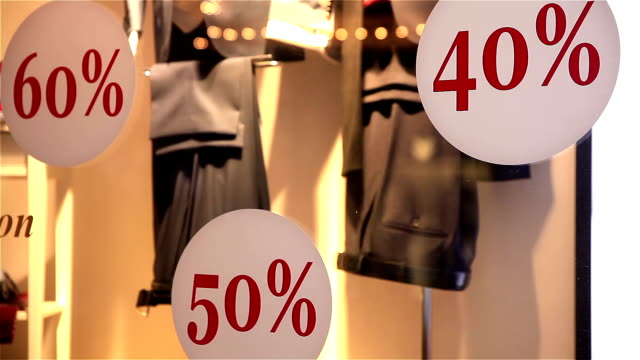 Huge discounts and Christmas sale in Moscow shops. video