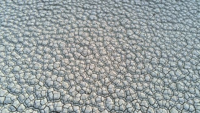 riesige trockenes gebiet nach trockenheit durch klimawandel - aerial view soil germany stock-videos und b-roll-filmmaterial