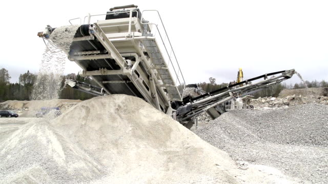 A huge equipment for tranferring rocks video