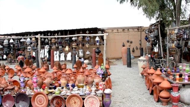 vídeos y material grabado en eventos de stock de una enorme carga de handcraft en el jardín de una tienda en las afueras de marrakesh - tiesto