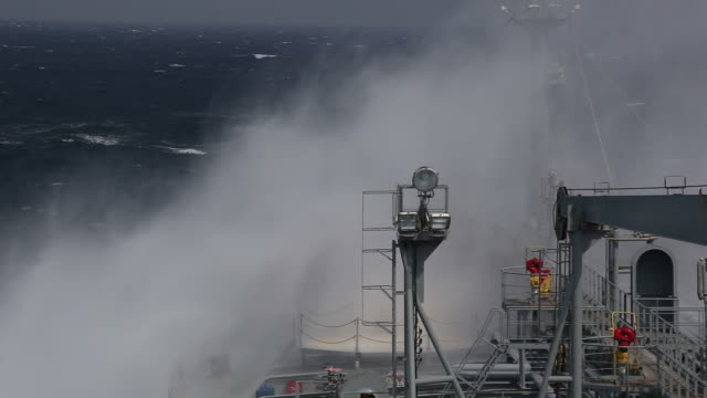 Huge wave. storm video