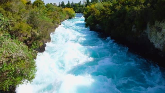 stockvideo's en b-roll-footage met huka falls, taupo, nieuw-zeeland. - geologie