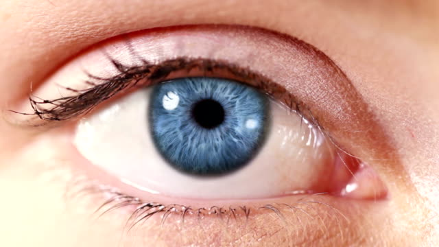 stockvideo's en b-roll-footage met human eye. blue. white/regular skin. - menselijk oog