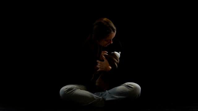 Menschlichen Menschenhandel Opfer leiden nach dem Verlust Baby, menschliche Rechtsverletzung – Video