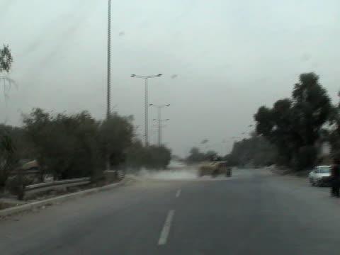hummers в ираке - колонна стоковые видео и кадры b-roll