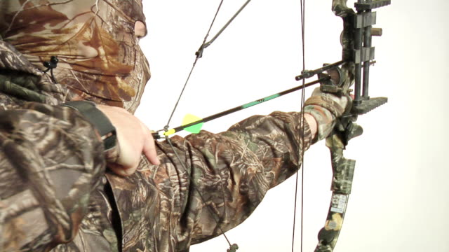 Hunter drawing bow back video