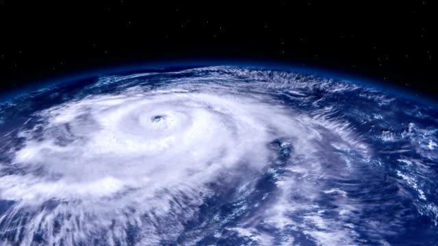 衛星ビュー空間から地球にハリケーン嵐竜巻。ズーム - 気象学点の映像素材/bロール