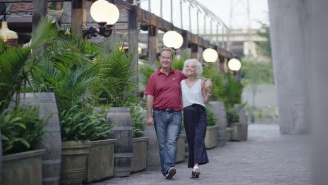 日付の夫と妻 - 人の居住地点の映像素材/bロール