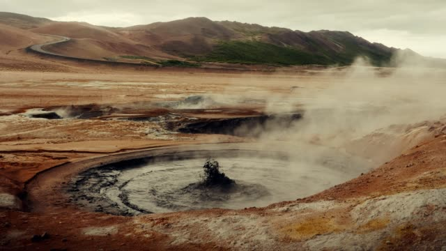 hverarond geotermiska området. väsande ånga ventiler - brun beskrivande färg bildbanksvideor och videomaterial från bakom kulisserna