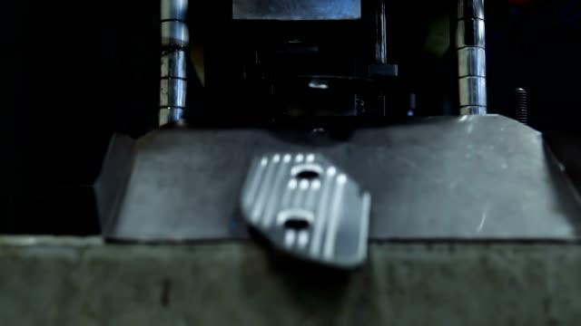 Hydraulic cutting press in the process