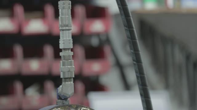 Hydraulic hose on a cylinder