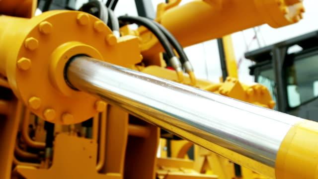Hydraulic piston system for tractors, bulldozers, excavators