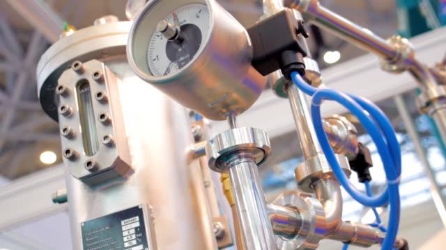 hydrauliska, pneumatiska mätare av industriell utrustning - värmepump bildbanksvideor och videomaterial från bakom kulisserna