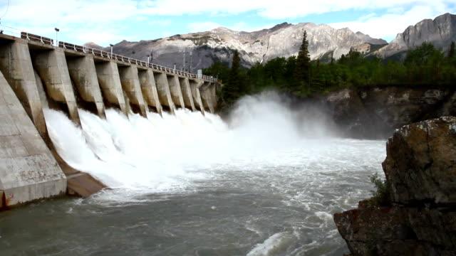 hydro dam 04 - staudamm stock-videos und b-roll-filmmaterial