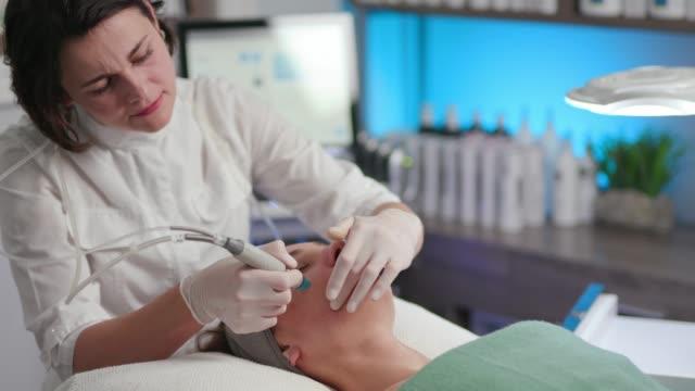 Hydrofacial 治療/スキンケア ビデオ