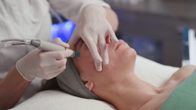 Hydro-und Gesichtbehandlung/Hautpflege – Video