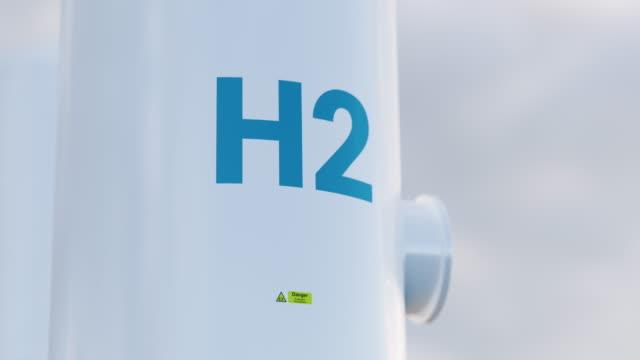 wasserstoff-speichertank-konzept in schönem morgenlicht. 3d-rendering-clip. - wasserstoff stock-videos und b-roll-filmmaterial