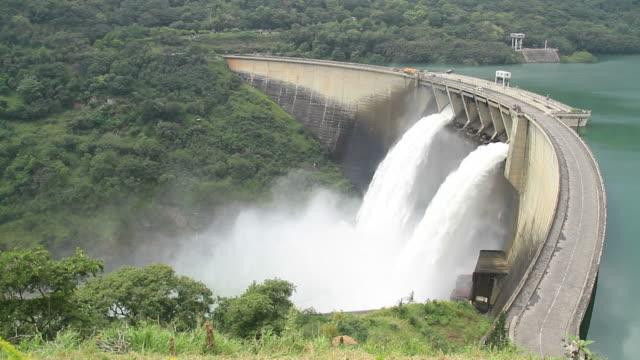 hydropower-staudamm - staudamm stock-videos und b-roll-filmmaterial